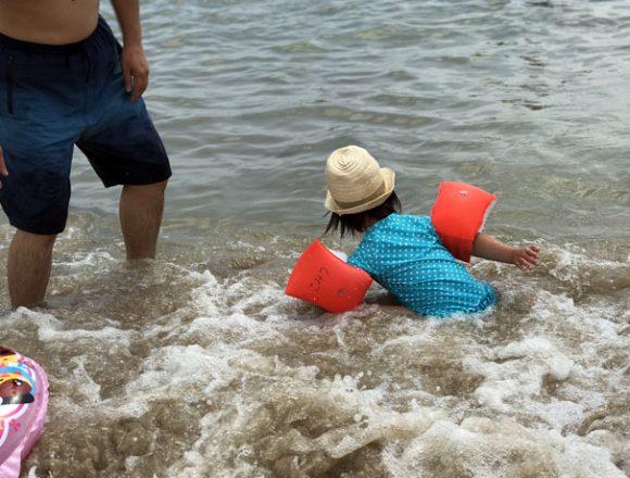 千鳥ヶ浜で海水浴