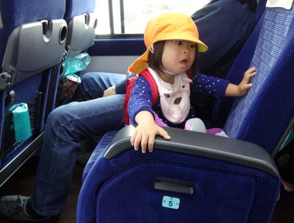 親子遠足のバスの中