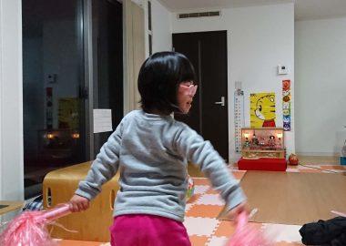 踊るダウン症の娘