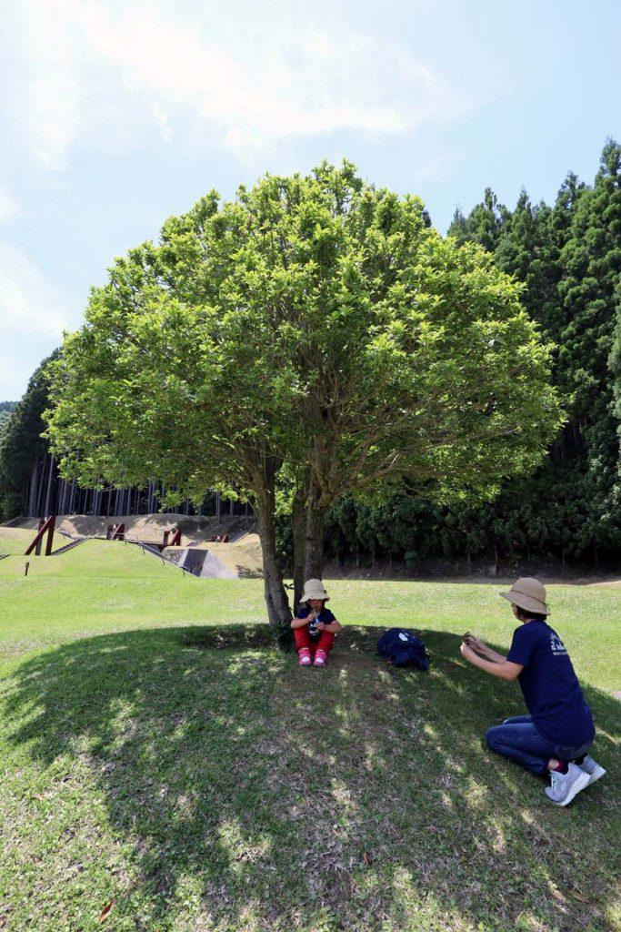室生山上公園芸術の森でシャボン玉で遊ぶ