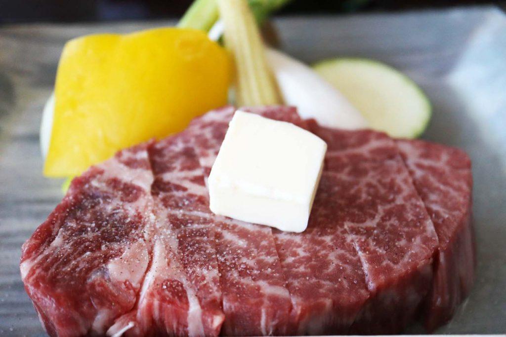 滝寺荘の夕食・和牛ステーキ